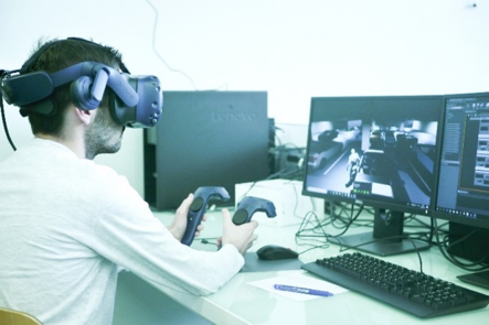 Virtual reality for testing new automotive lighting projection